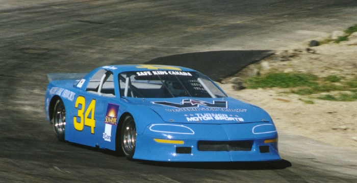 Darren Turner carving through turn 2 in afternoon practice